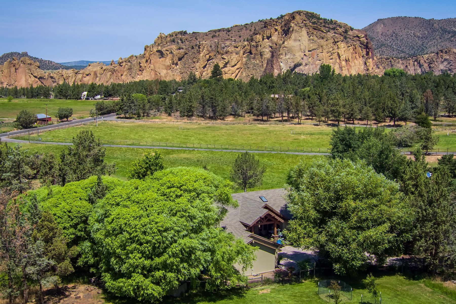 Single Family Homes for Active at Exquisite Smith Rock View Property 2697 NE Wilcox Ave Terrebonne, Oregon 97760 United States