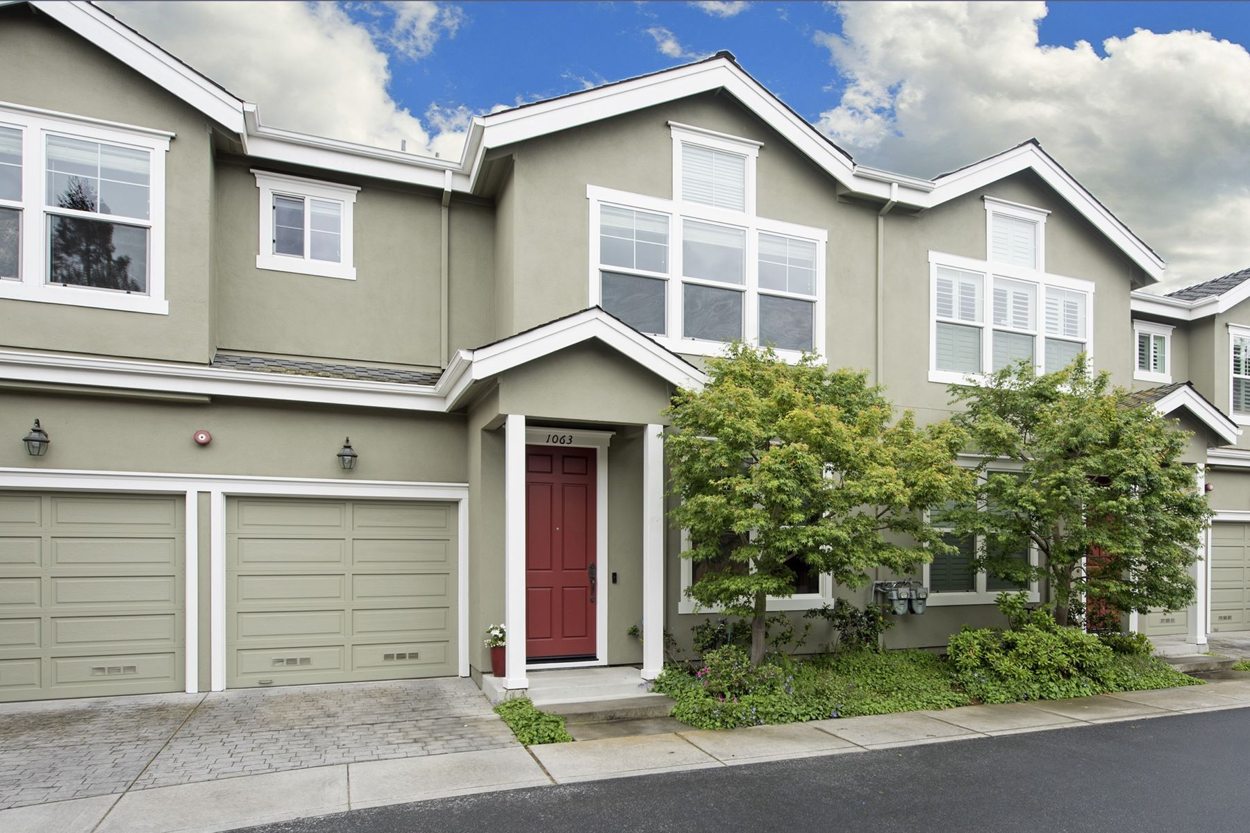 Townhouse for Active at Stylish Townhouse, Close to Downtown 1063 Bonita Avenue Mountain View, California 94040 United States