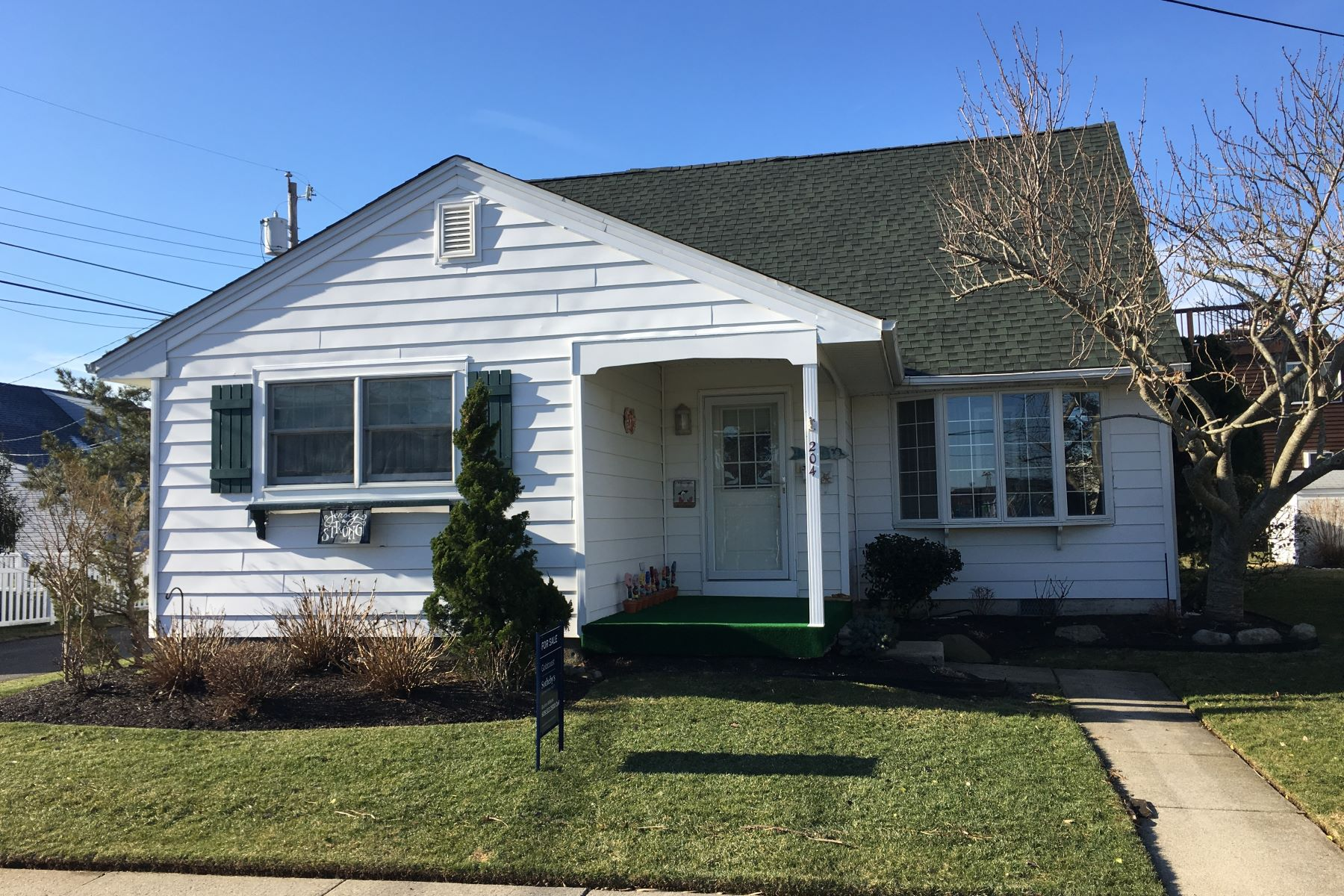 Single Family Home for Sale at Charming Single Family 204 53rd Street Ocean City, New Jersey 08226 United States