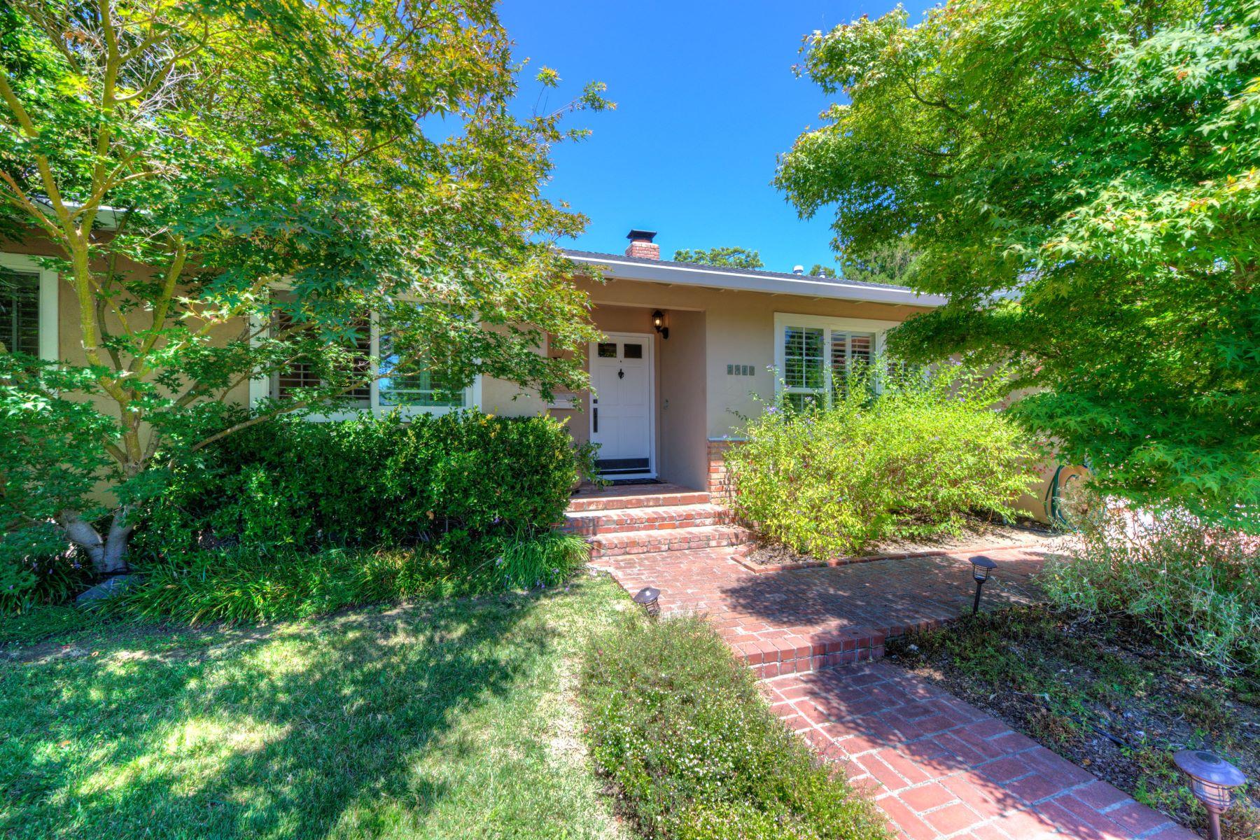 Maison unifamiliale pour l Vente à Living Your Dream 1410 Johnson Street Novato, Californie, 94947 États-Unis