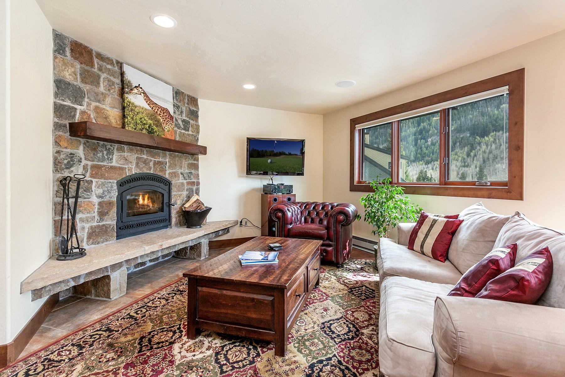 Maison en rangée pour l Vente à Spacious & Updated East Vail Townhome 3930 Fall Line Drive #15 East Vail, Vail, Colorado, 81657 États-Unis