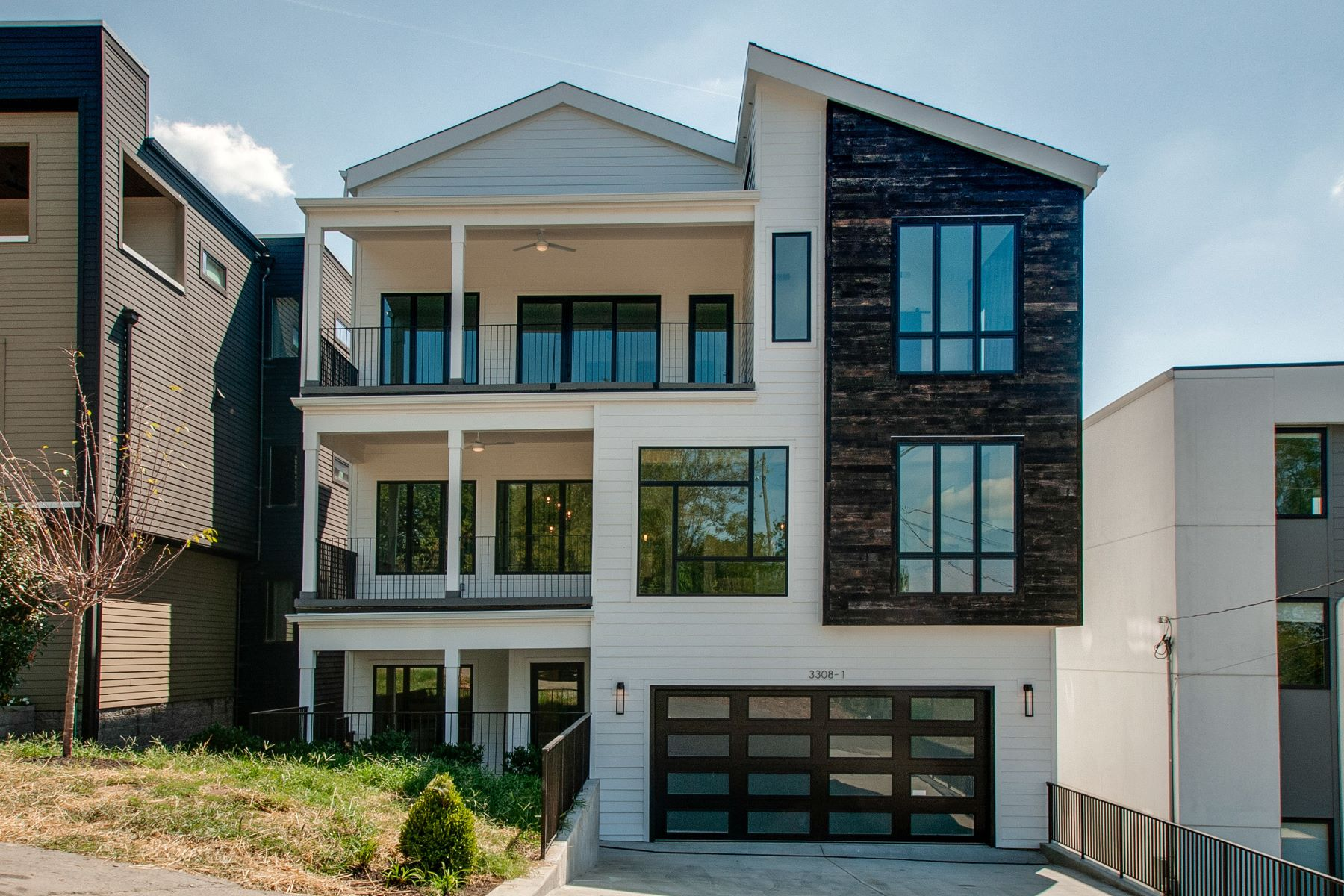 Single Family Homes 为 销售 在 Gorgeous Contemporary Home with Luxury Features! 3308 Trevor Street #1 那什维尔, 田纳西州 37209 美国