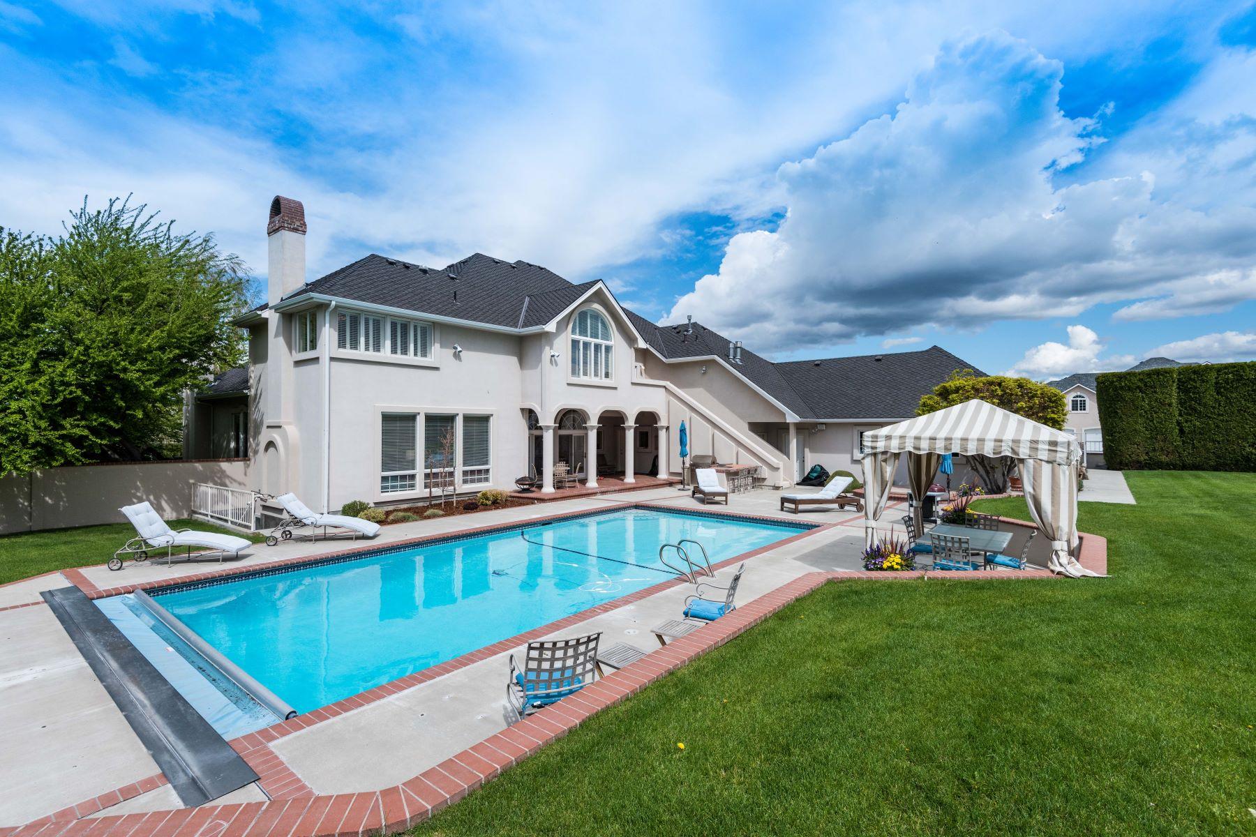 Частный односемейный дом для того Продажа на Timeless Style! 4801 W. 19th Ave Kennewick, Вашингтон 99338 Соединенные Штаты