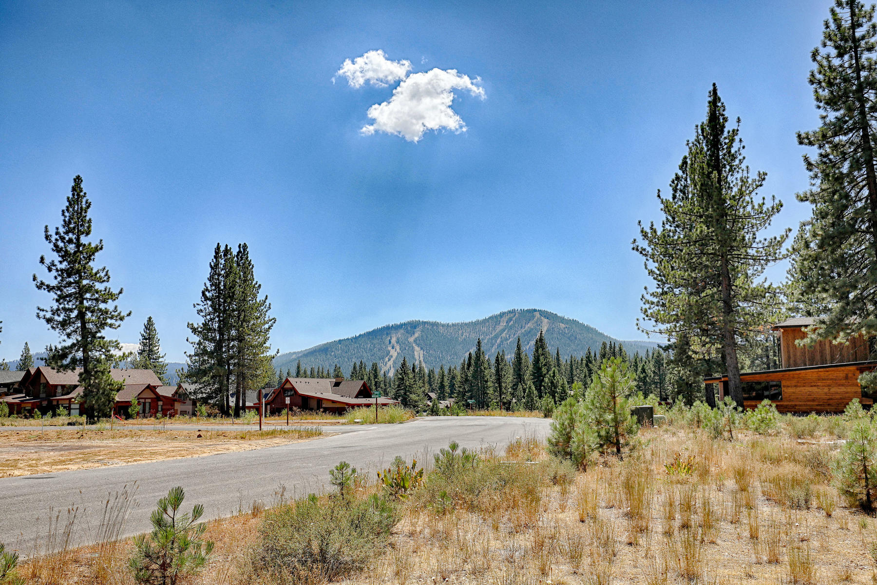 Additional photo for property listing at 9185 Heartwood Drive, Truckee, CA 96161 9185 Heartwood Drive Truckee, California 96161 United States