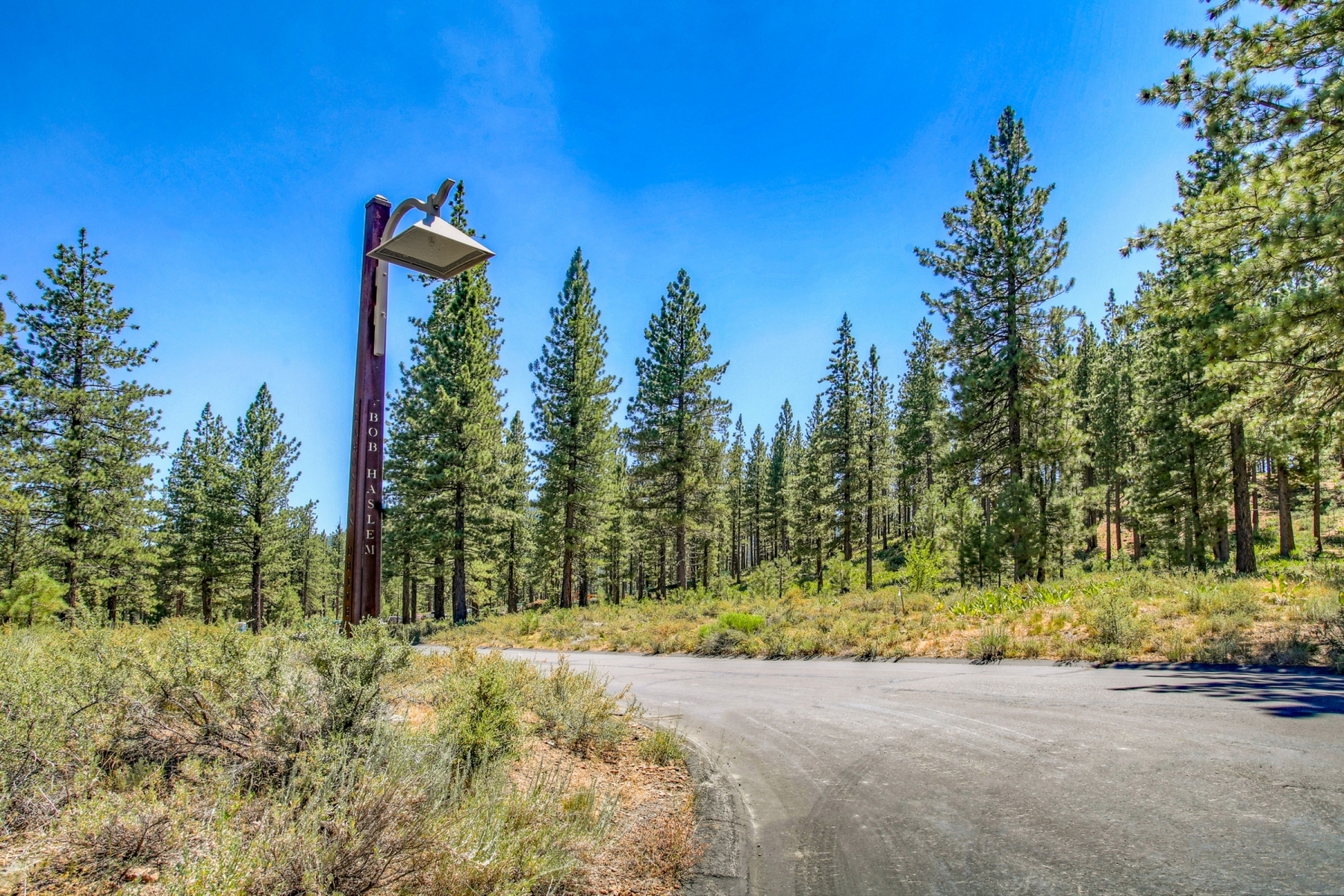 Additional photo for property listing at 7520 Lahontan Drive, Truckee, CA 7520 Lahontan Drive Truckee, California 96161 Estados Unidos