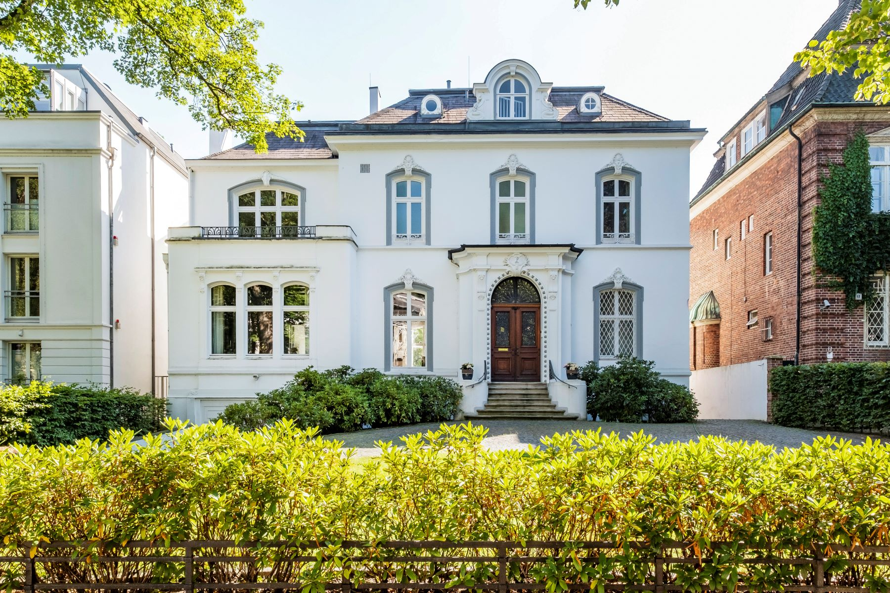 Single Family Homes por un Venta en Prestige villa with private water access Hamburg, Hamburgo 22085 Alemania