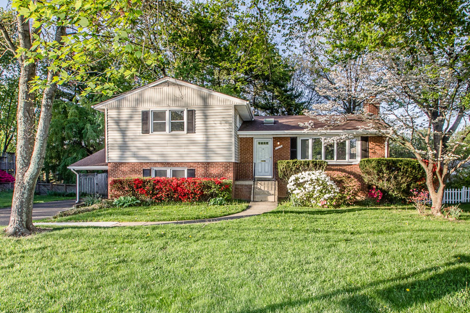 Nhà ở một gia đình vì Bán tại West Lewinsville Heights 1713 Great Falls St McLean, Virginia, 22101 Hoa Kỳ