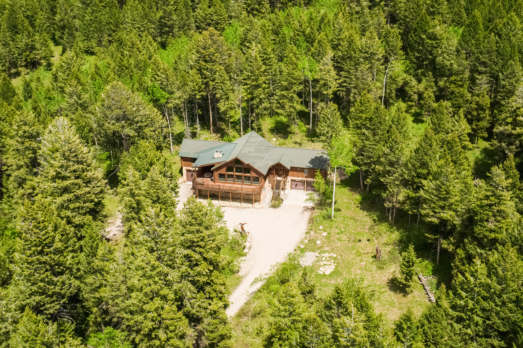 Single Family Homes pour l Vente à Private Mountain Retreat in the Trees 3415 Sorensen Creek Dr Victor, Idaho 83455 États-Unis