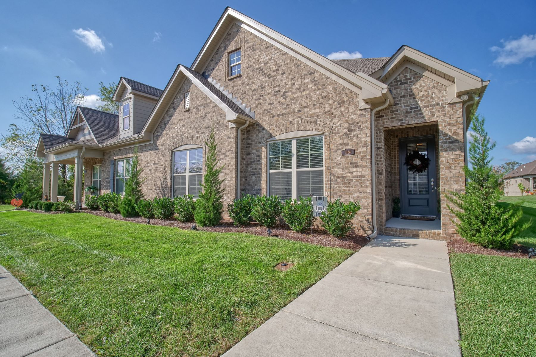 Single Family Homes por un Venta en Single level living at its finest 1134 McMahan Drive South Gallatin, Tennessee 37066 Estados Unidos