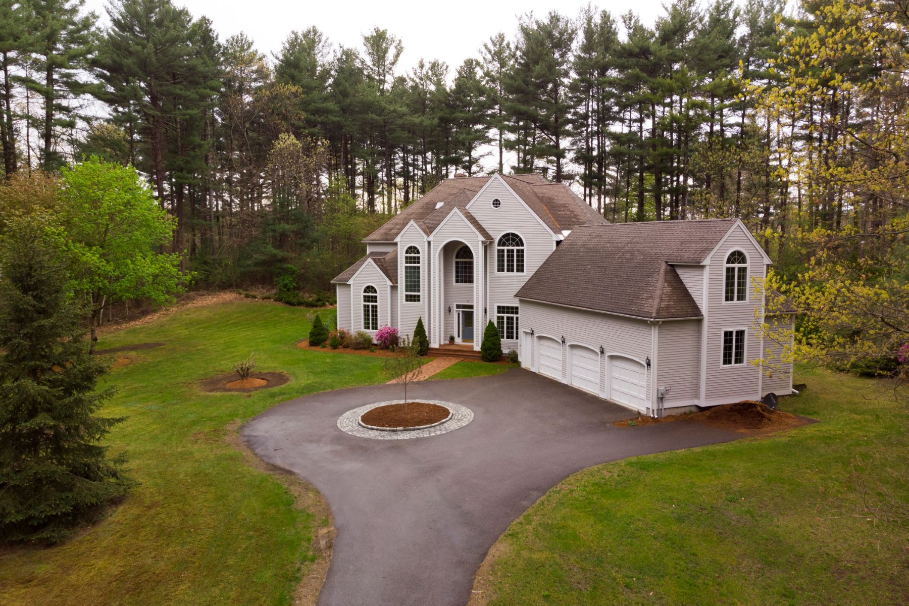Single Family Home for Active at 75 Hartwell Road, Carlisle 75 Hartwell Rd Carlisle, Massachusetts 01741 United States