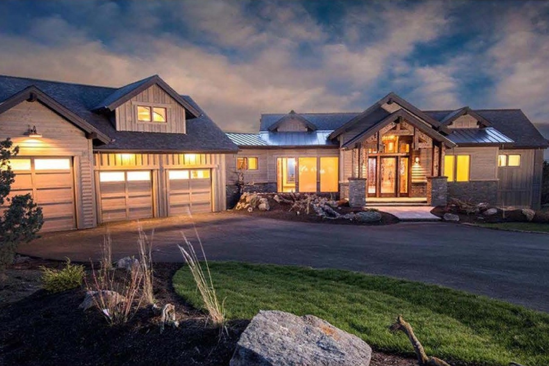 Single Family Homes للـ Sale في Craftsman Waterfront Beauty - CdA Lake 19974 S Headlands Dr, Harrison, Idaho 83833 United States