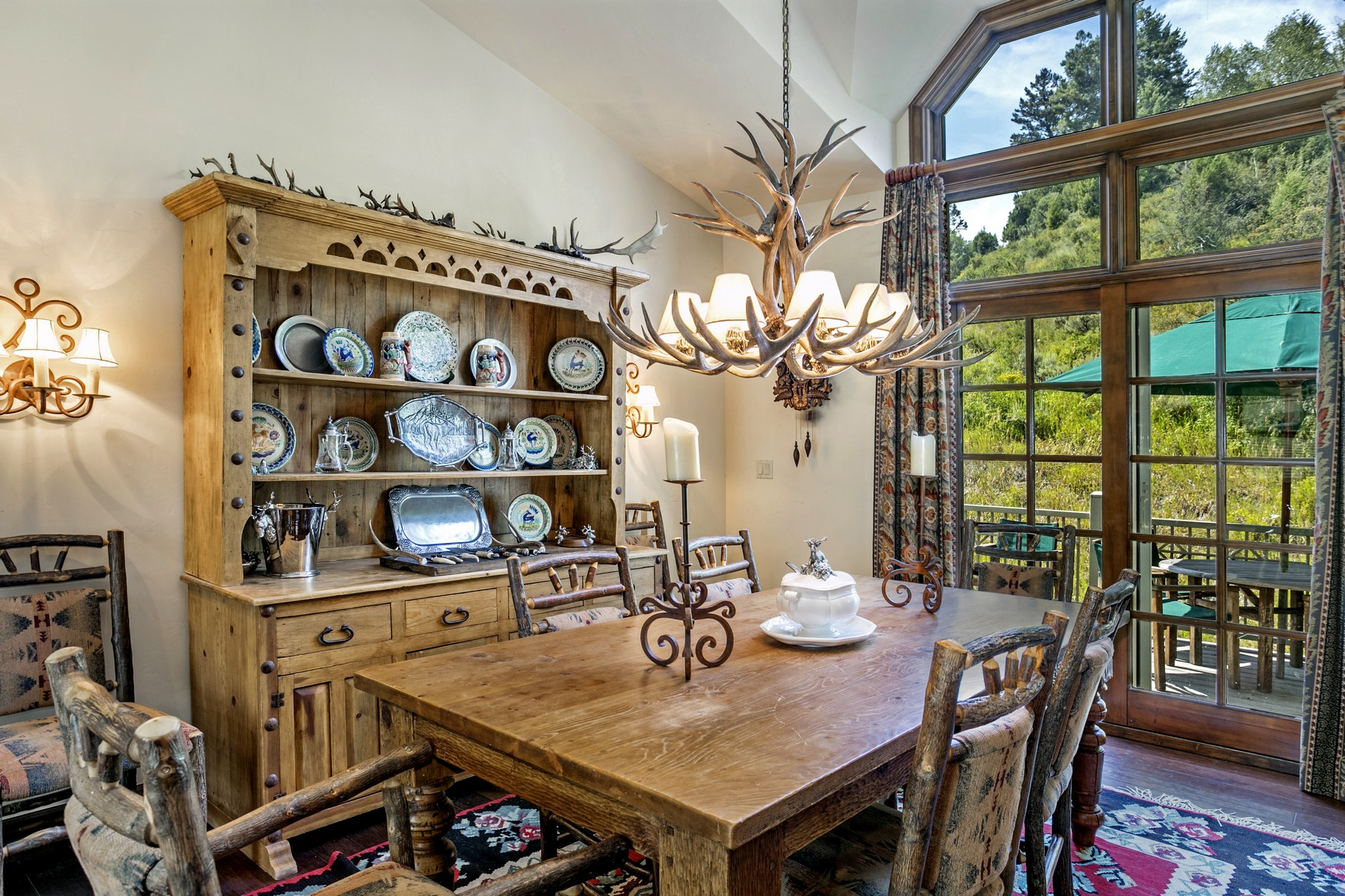 Additional photo for property listing at Designer Decorated Residence Defining Beaver Creek Luxury 385 Offerson Road M4 Beaver Creek, Colorado 81620 United States