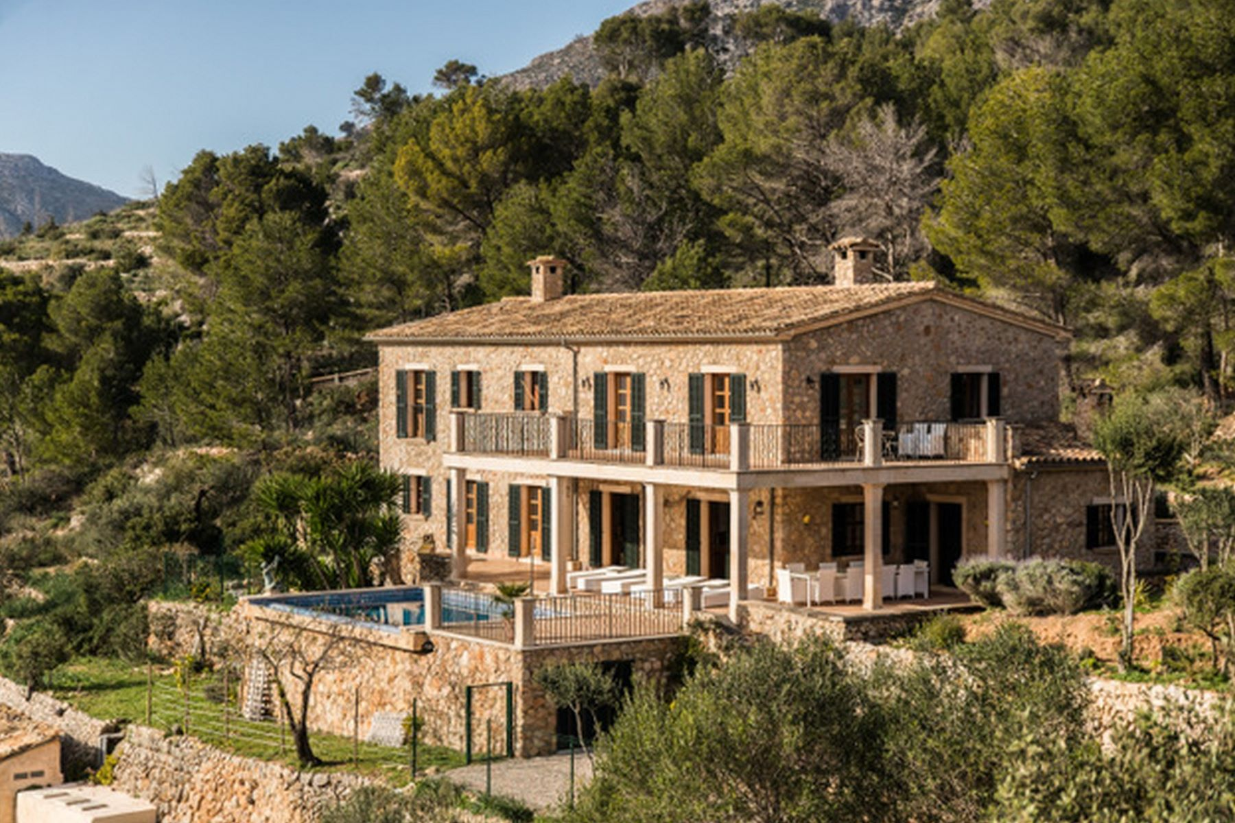 Villa per Vendita alle ore Finca with stone walls and stunning views for sale Andratx, Maiorca, Spagna
