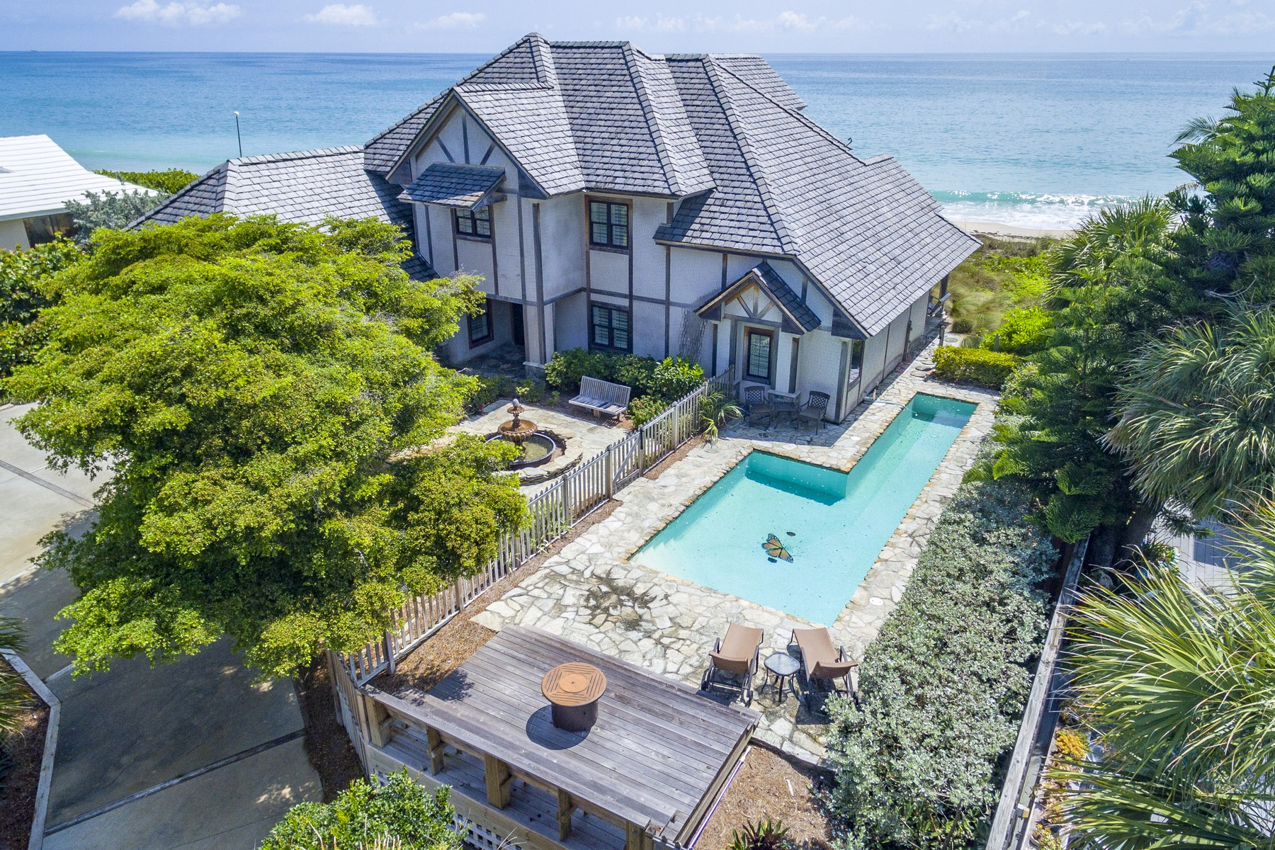 Single Family Homes vì Thuê tại Fabulous Oceanfront Vacation Home 965 Pebble Lane Vero Beach, Florida 32963 Hoa Kỳ