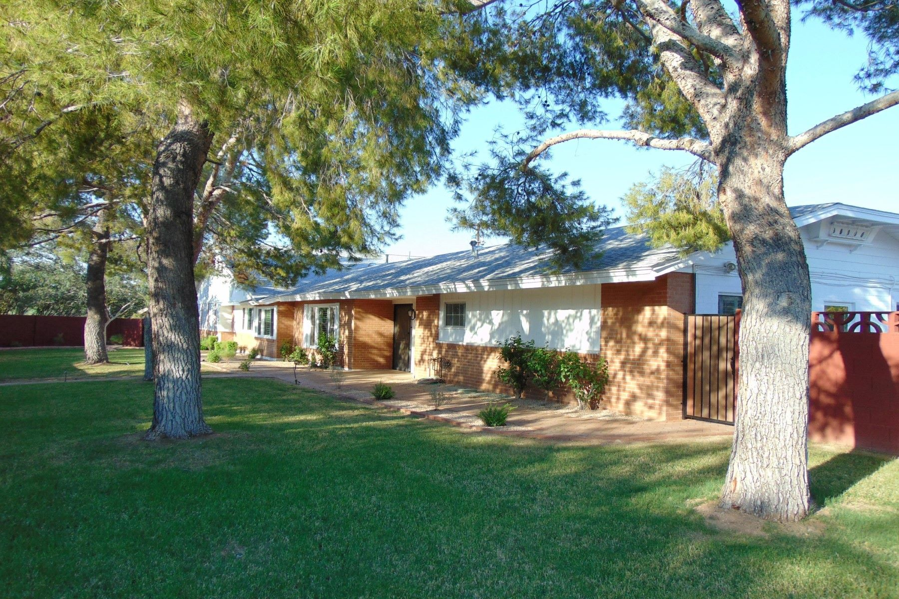 Single Family Home for Sale at Beautifully remodeled home in Park Paradise 4350 E Vermont Ave Phoenix, Arizona, 85018 United States