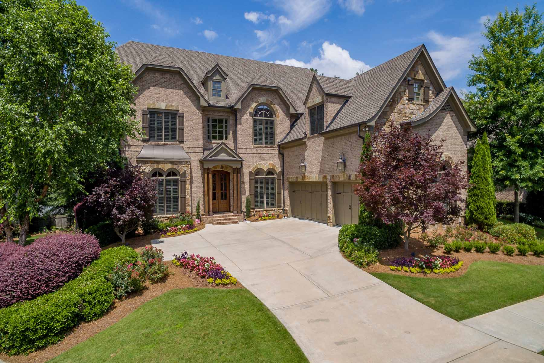 Single Family Home for Sale at Luxurious Living Near Downtown Roswell 160 Stonewyck Place Roswell, Georgia, 30076 United States