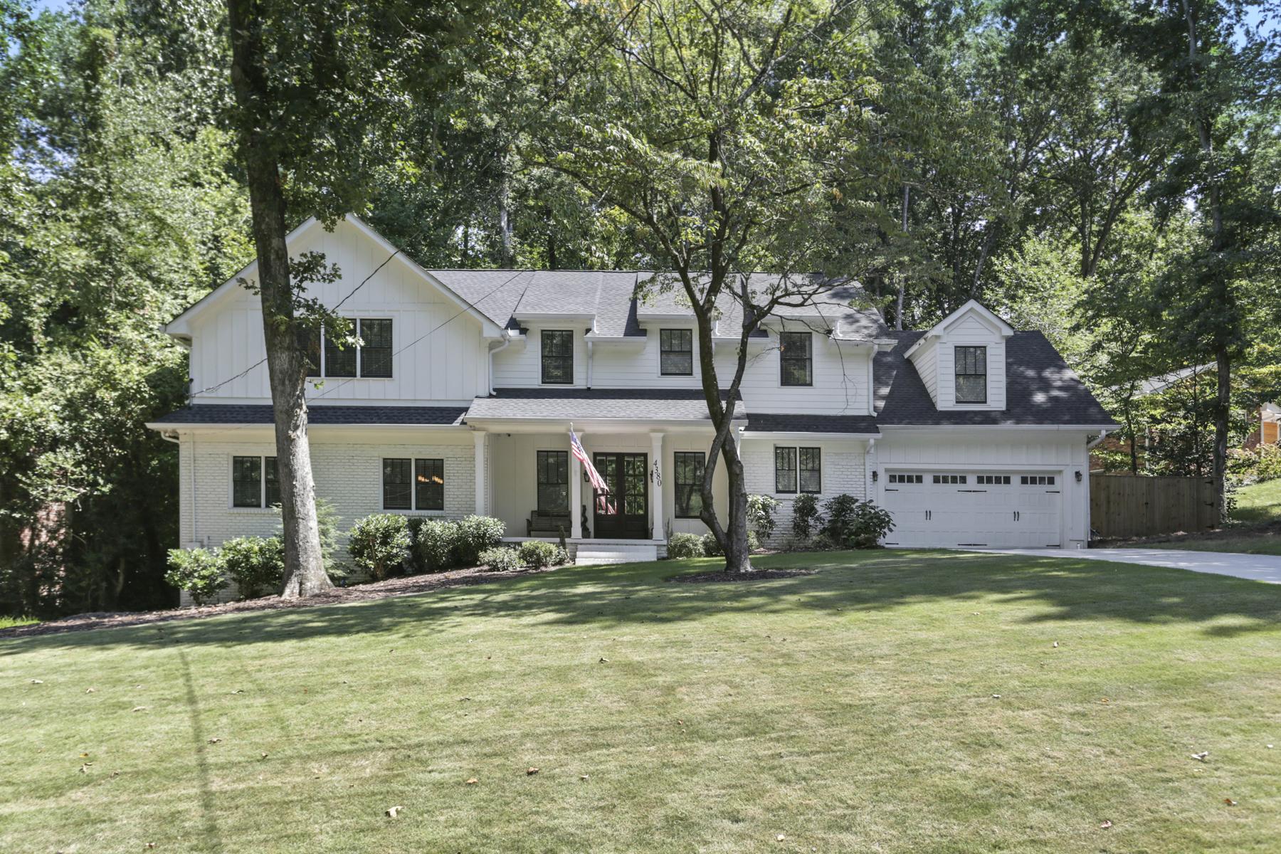 Property для того Продажа на Brookhaven Traditional 4380 Ashwoody Trail NE, Brookhaven, Джорджия 30319 Соединенные Штаты