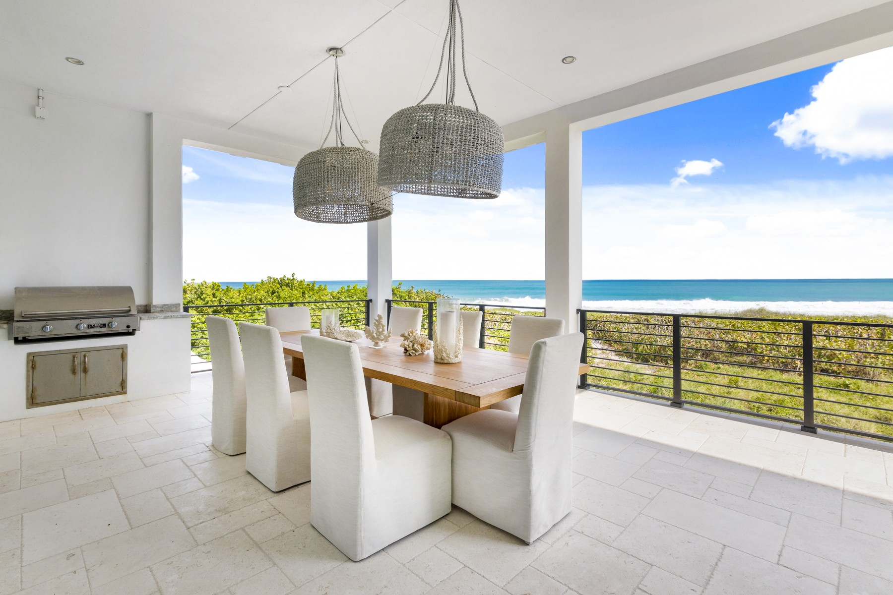 Additional photo for property listing at Oceanfront Designer Masterpiece 4440 N Highway A1A Hutchinson Island, Florida 34949 United States