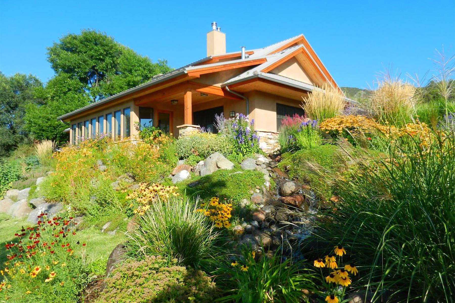 Maison unifamiliale pour l Vente à Neelu Bindu Farm 15631 Fire Mountain Road Paonia, Colorado 81428 États-Unis