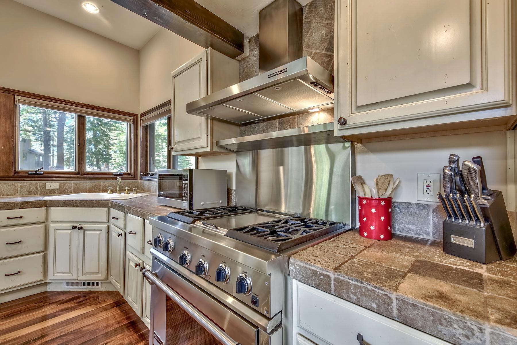 Additional photo for property listing at 825 Jeffrey St, Incline Village, NV 89451 825 Jeffrey Street Incline Village, Nevada 89451 United States