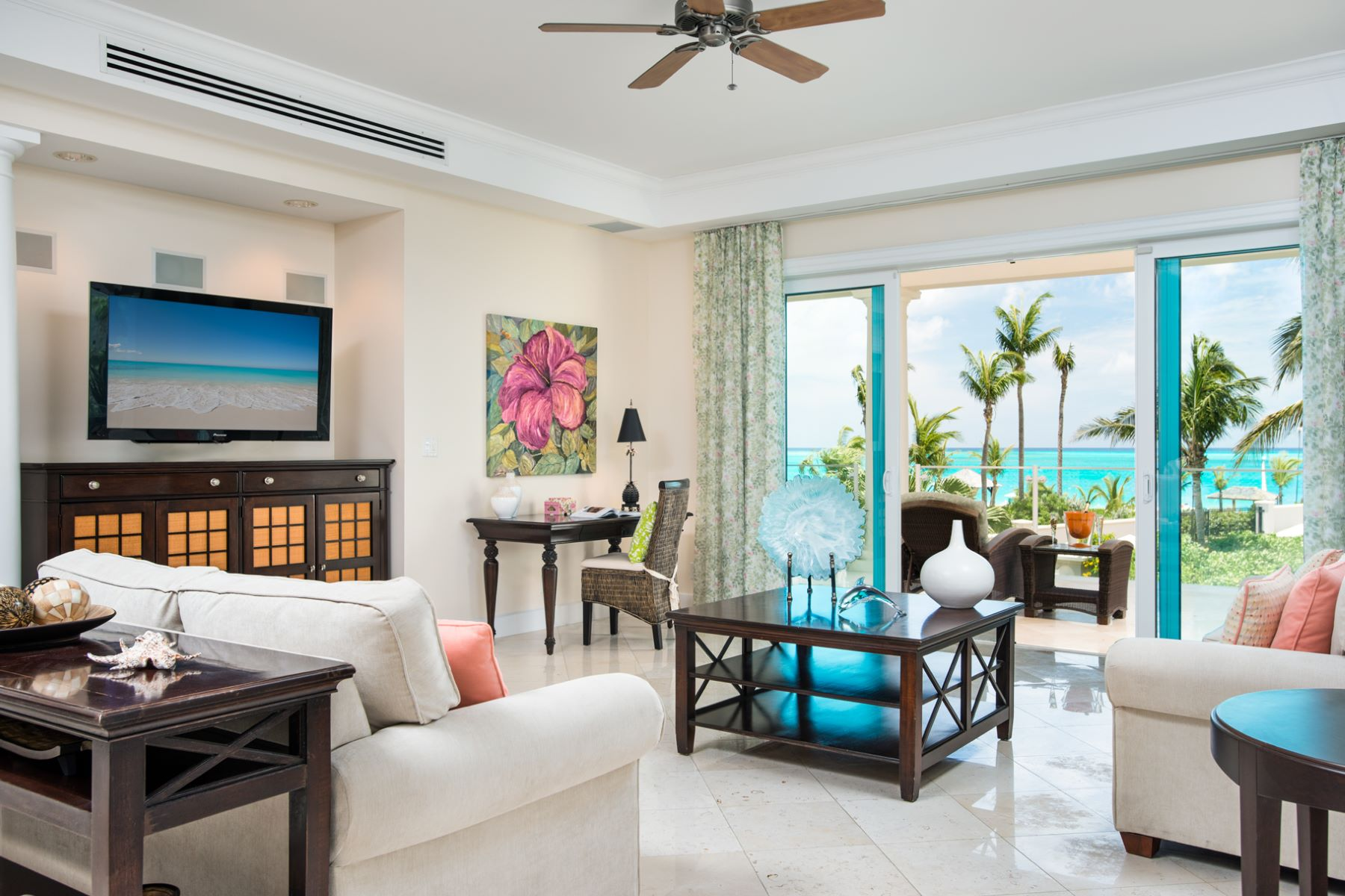 Appartement en copropriété pour l Vente à The Pinnacle Suite 109 and 208 The Pinnacle 109 and 208 Grace Bay, Providenciales TCIBWI Îles Turques Et Caïques
