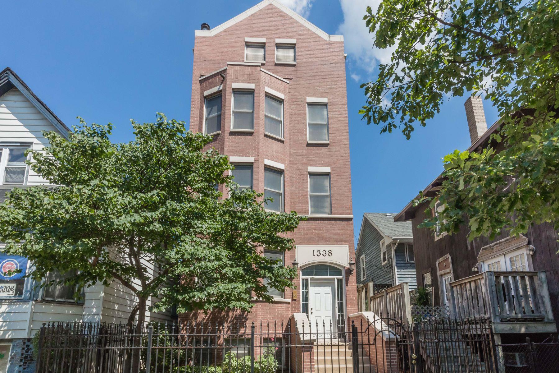 Tek Ailelik Ev için Satış at Incredibly Spacious 2 Bedroom in Southport Corridor 1338 W Addison Street Chicago, Illinois, 60613 Amerika Birleşik Devletleri