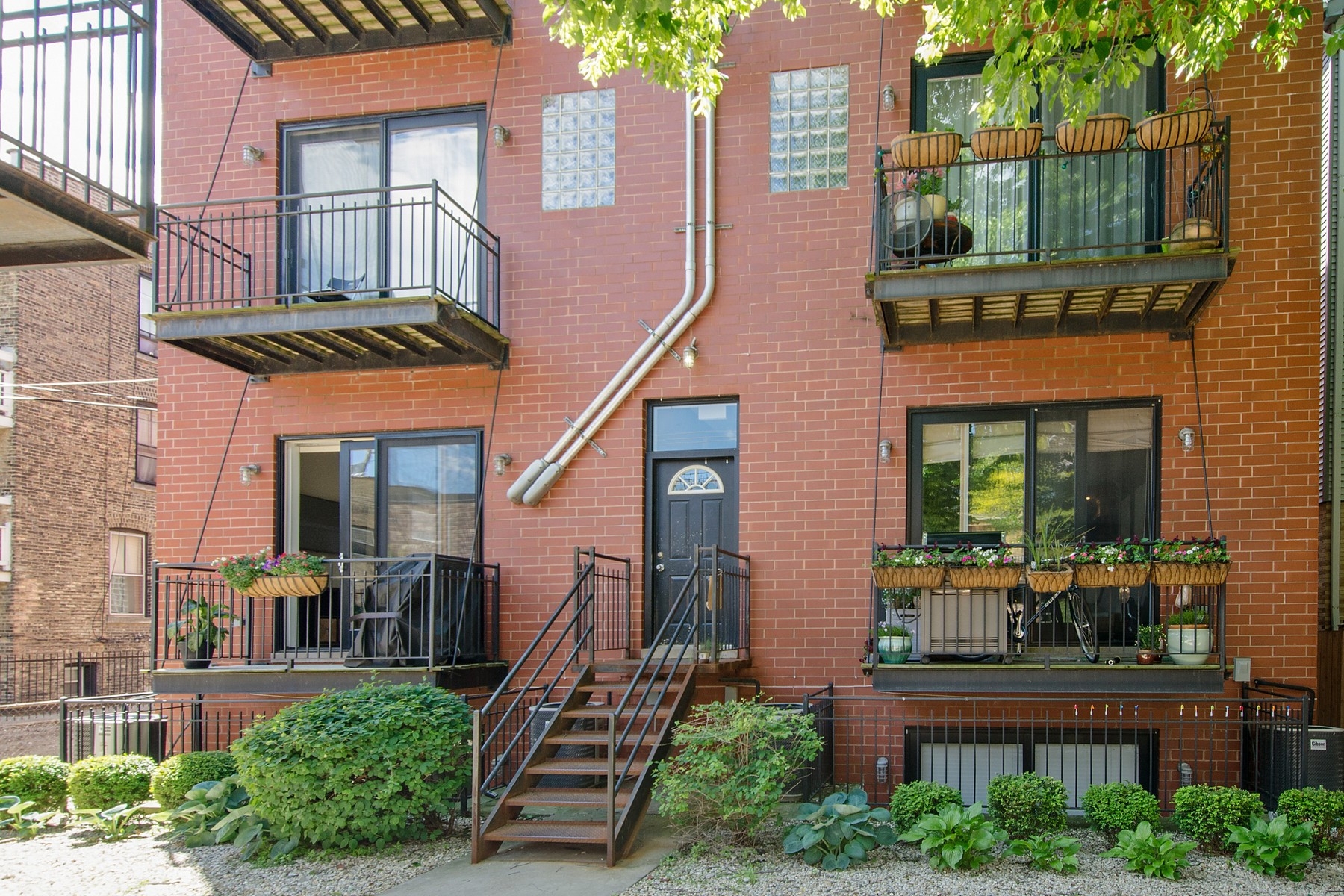Additional photo for property listing at Stunning Prime Lincoln Park Duplex-Down 726 W Schubert #1RE Chicago, Illinois 60614 United States
