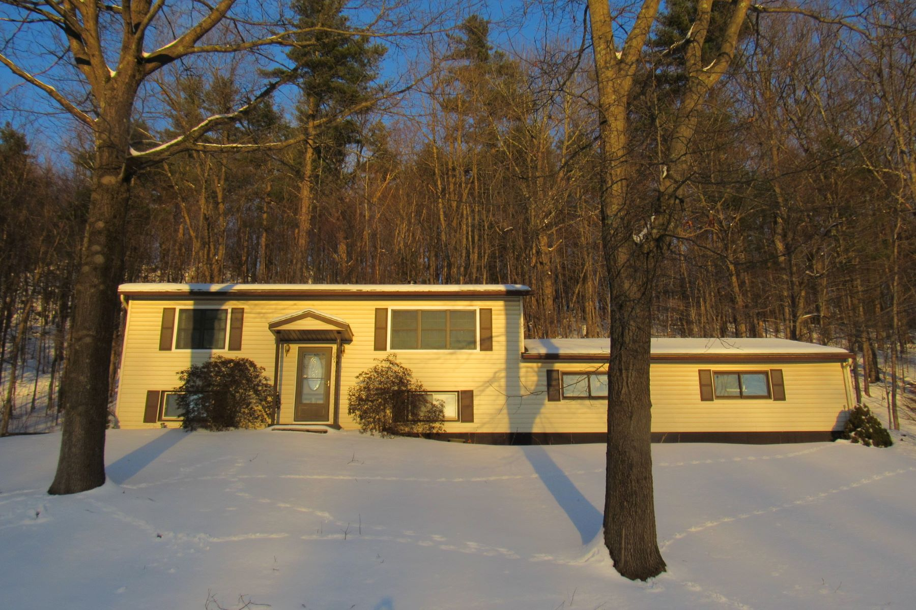 Single Family Home for Sale at 755 Sand Road, Colchester 755 Sand Rd Colchester, Vermont 05446 United States