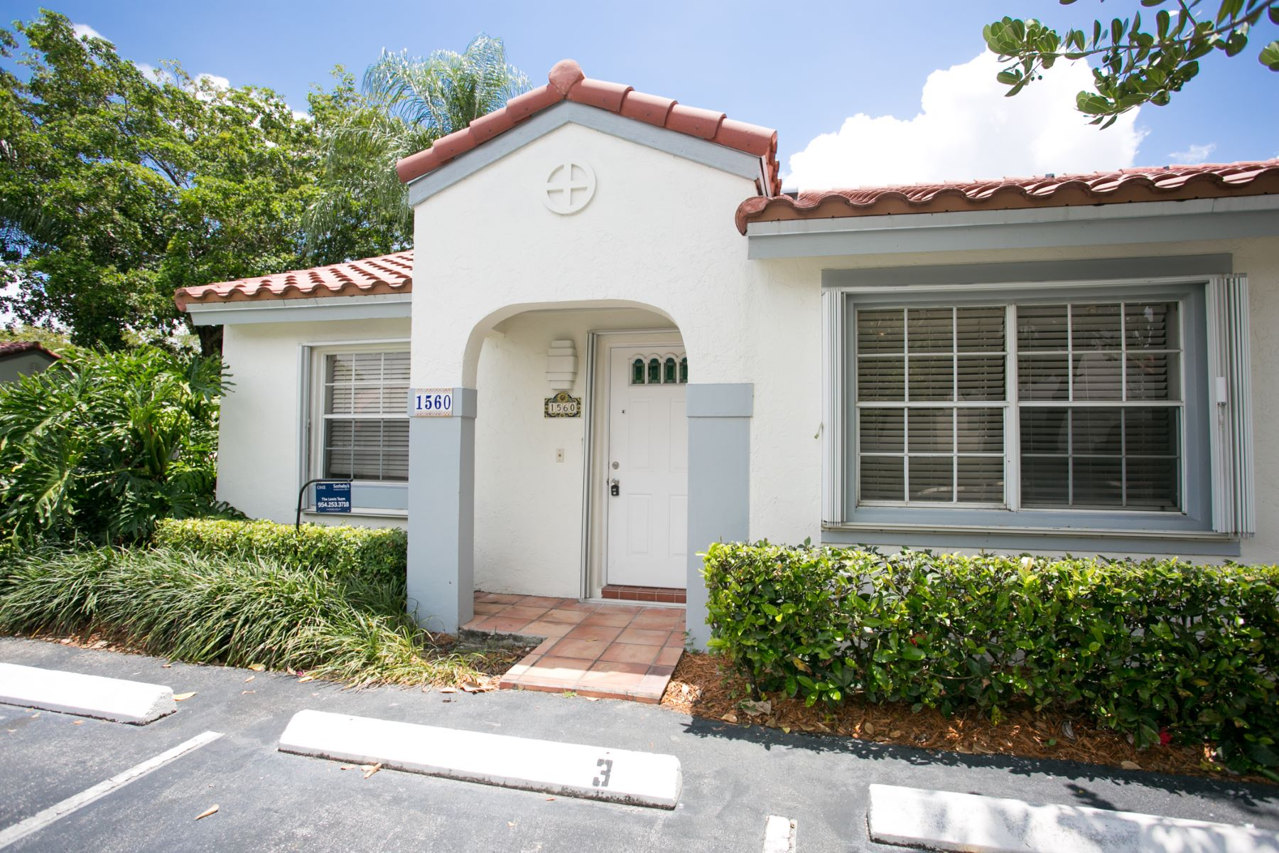 Casa para uma família para Locação às 1560 Springside Weston, Florida 33326 Estados Unidos