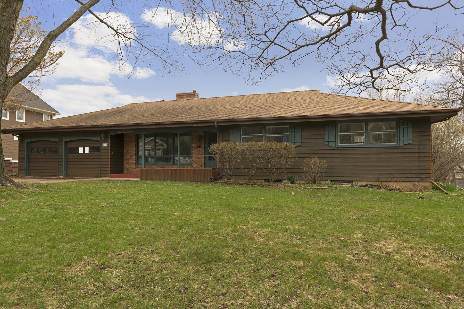 Maison unifamiliale pour l Vente à 830 Smithtown Terrace, Victoria Victoria, Minnesota, 55331 États-Unis