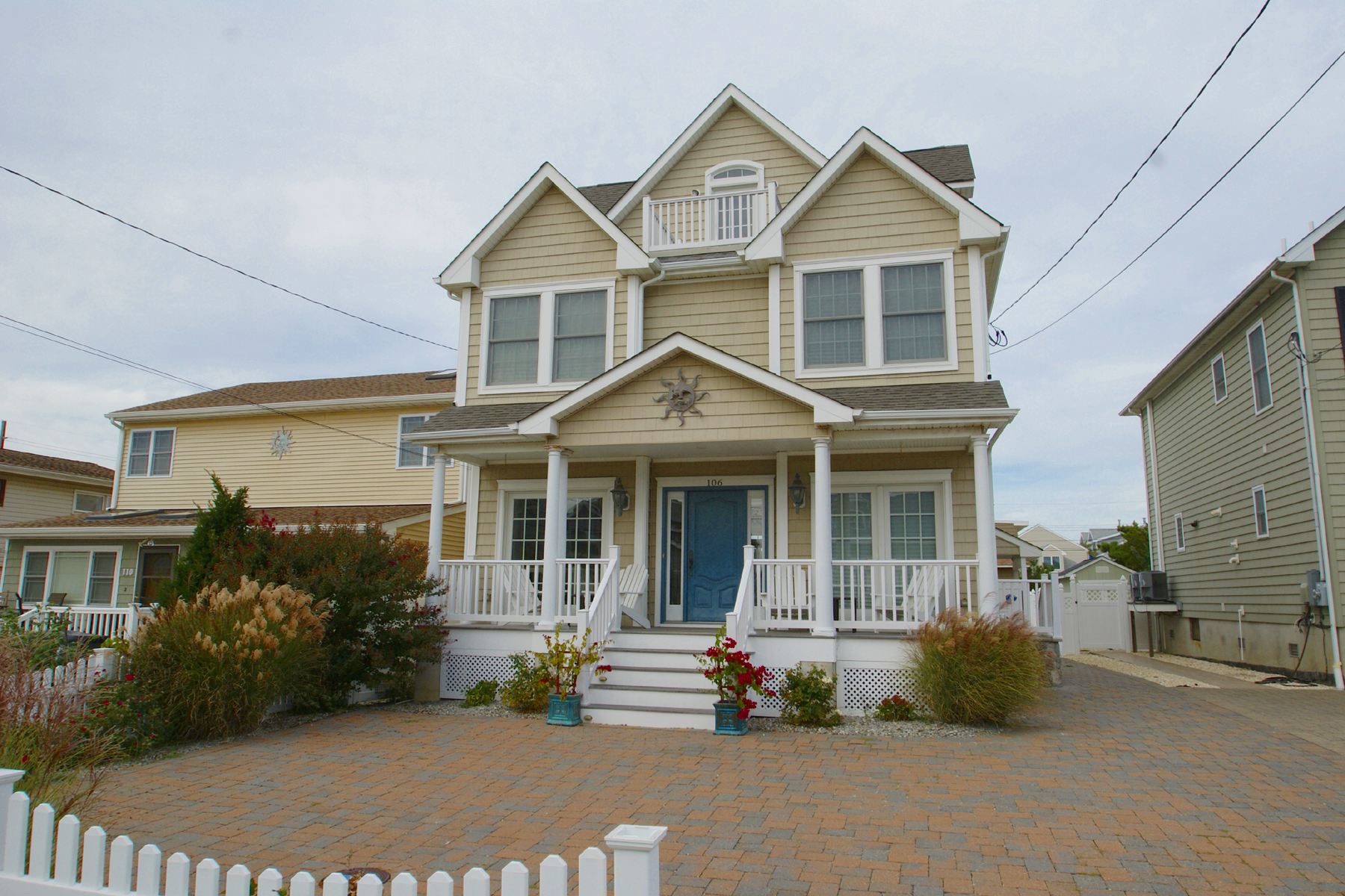 Einfamilienhaus für Verkauf beim Beautiful Shore Colonial Located Just 1 1/2 Blocks To Beach 106 3rd Avenue, Normandy Beach, New Jersey 08739 Vereinigte Staaten