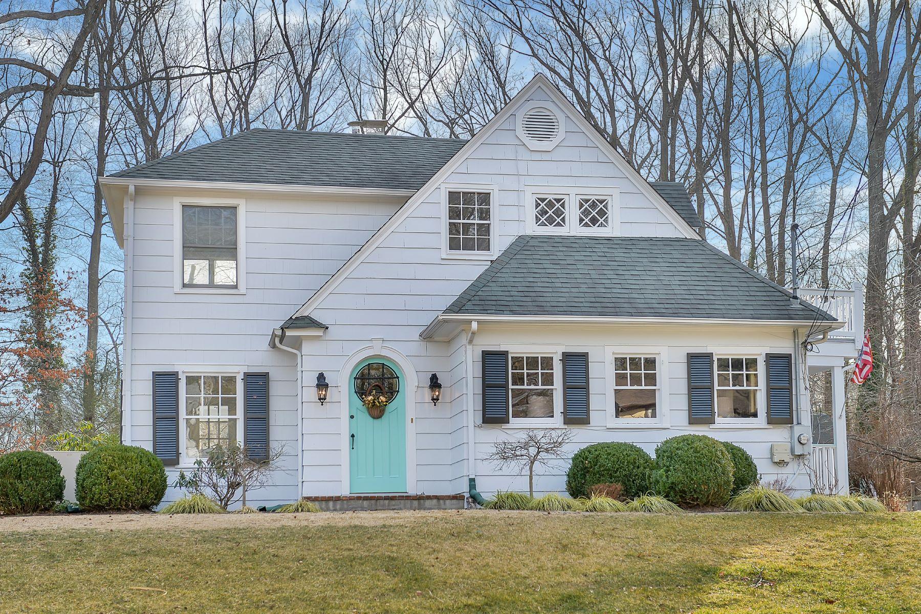 Maison unifamiliale pour l Vente à Stunning Cottage-Style Charmer 1295 Denmark Road Plainfield, New Jersey 07062 États-Unis