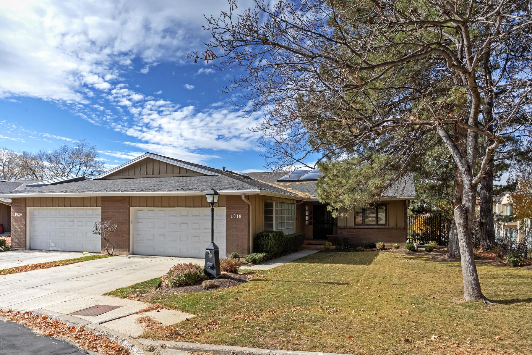 Appartement en copropriété pour l Vente à Bonneville Golf Course Condo 1018 S Oak Hills Way, Salt Lake City, Utah, 84108 États-Unis