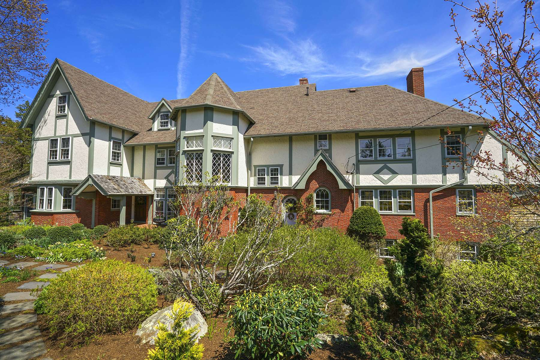 Single Family Home for Active at English Manor 180 Border St. Scituate, Massachusetts 02066 United States