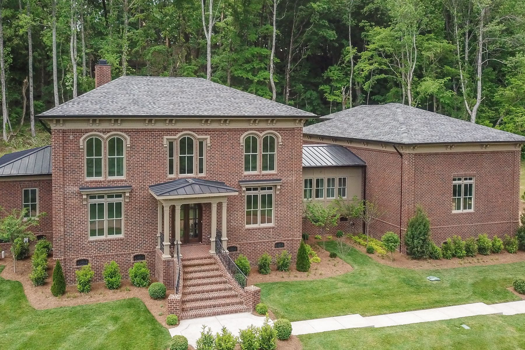 Single Family Homes por un Venta en One of a kind Italianate Home Built by Riverbirch Homes 4017 Grace Creek Valley Ln, Thompsons Station, Thompsons Station, Tennessee 37179 Estados Unidos