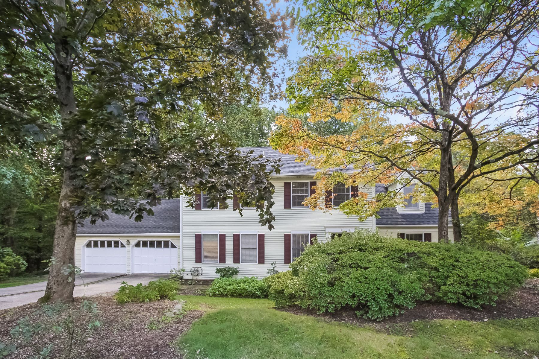 Single Family Home for Sale at Spacious Colonial 41 Maple Village Court Bernardsville, New Jersey 07924 United States