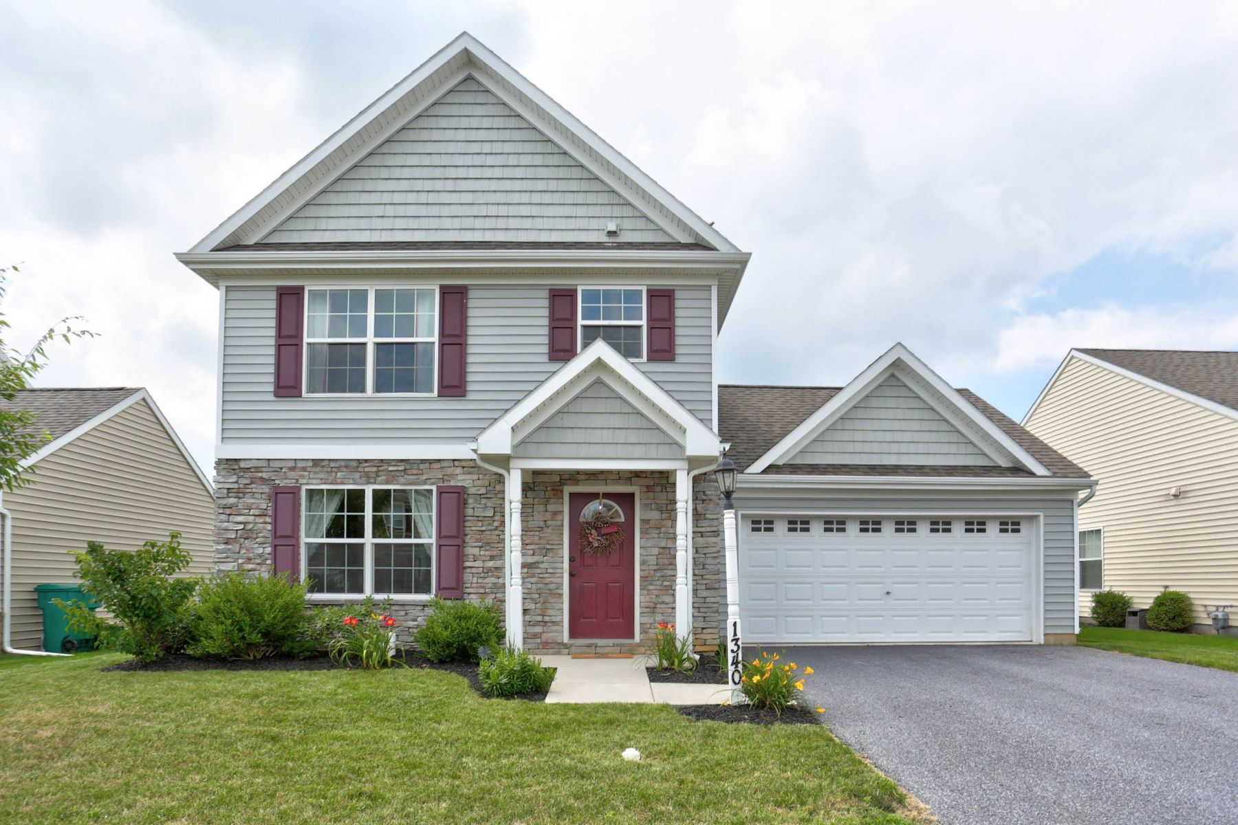 独户住宅 为 销售 在 1340 Heatherwood Drive 芒特乔伊, 宾夕法尼亚州, 17552 美国