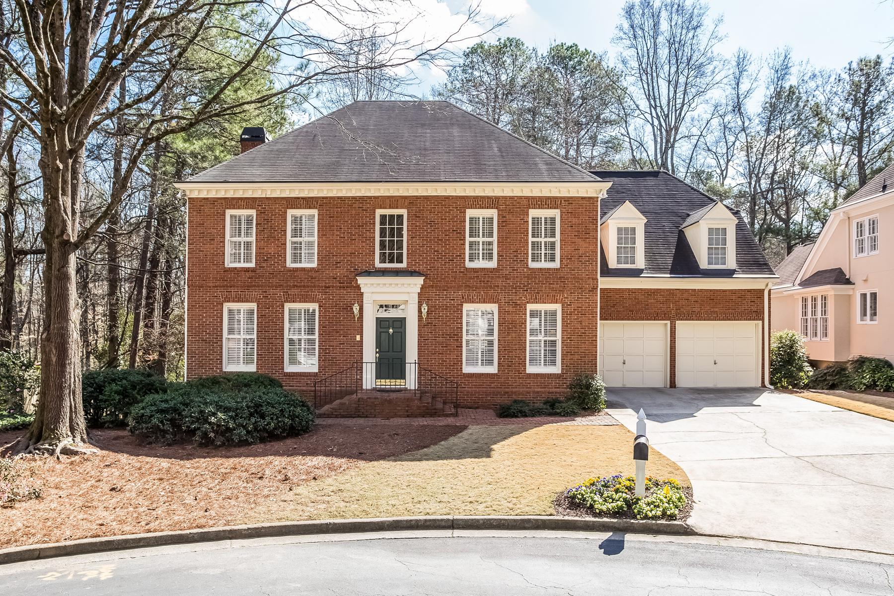 独户住宅 为 销售 在 Classic Sandy Springs Traditional 245 Woodchase Close NE 桑迪, 乔治亚州, 30319 美国