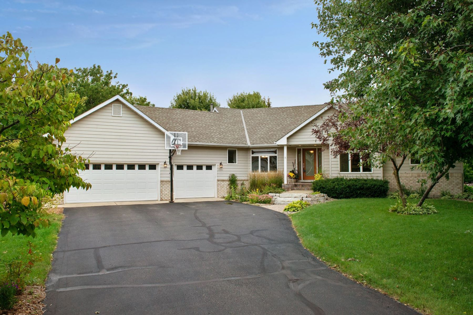 Single Family Homes for Sale at Custom Built 4 Bedroom Rambler in the Hazeltine Bluff Neighborhood 1103 Timber Circle Chaska, Minnesota 55318 United States