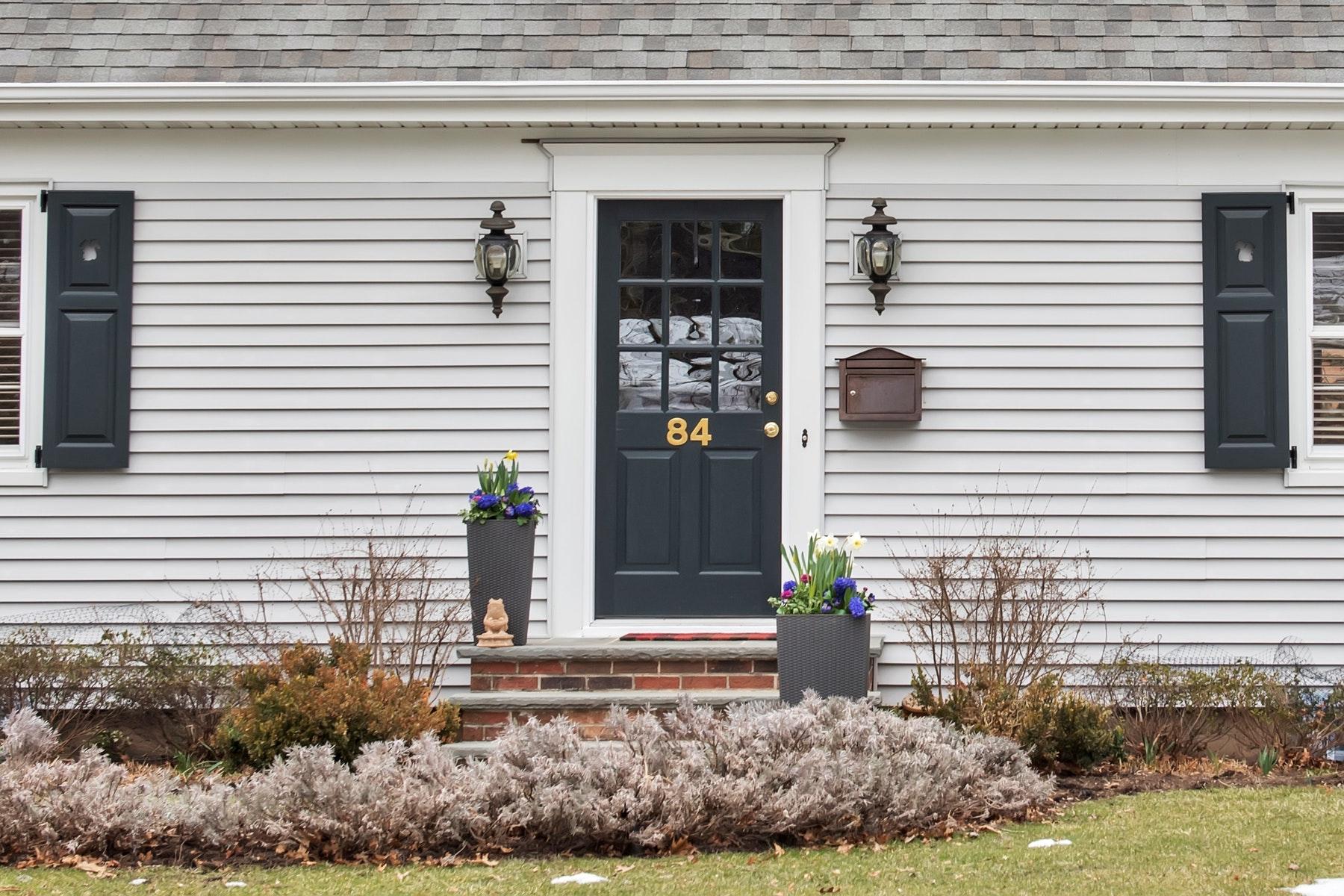 Nhà ở một gia đình vì Bán tại Charming Mid-Century Gem 84 Haller Drive, Cedar Grove, New Jersey 07009 Hoa Kỳ