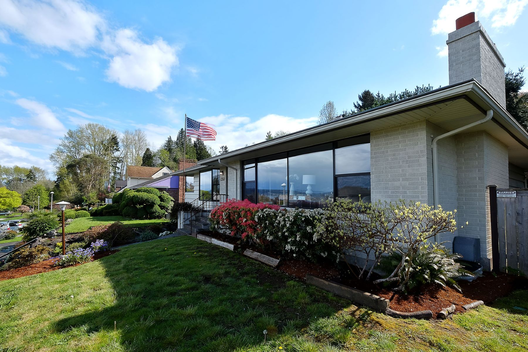 Additional photo for property listing at Mid-Century Gem with Casade and Lake Views 5029 Harold Place NE Seattle, Washington 98105 United States