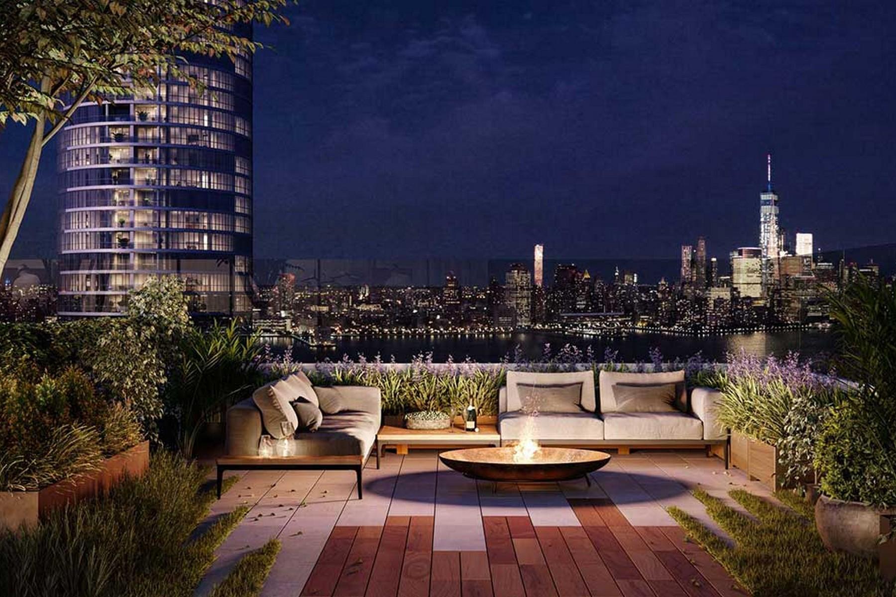 Condominiums por un Venta en Park & Shore ~ Luxury Living in JC! 75 Park Lane #207 Jersey City, Nueva Jersey 07310 Estados Unidos