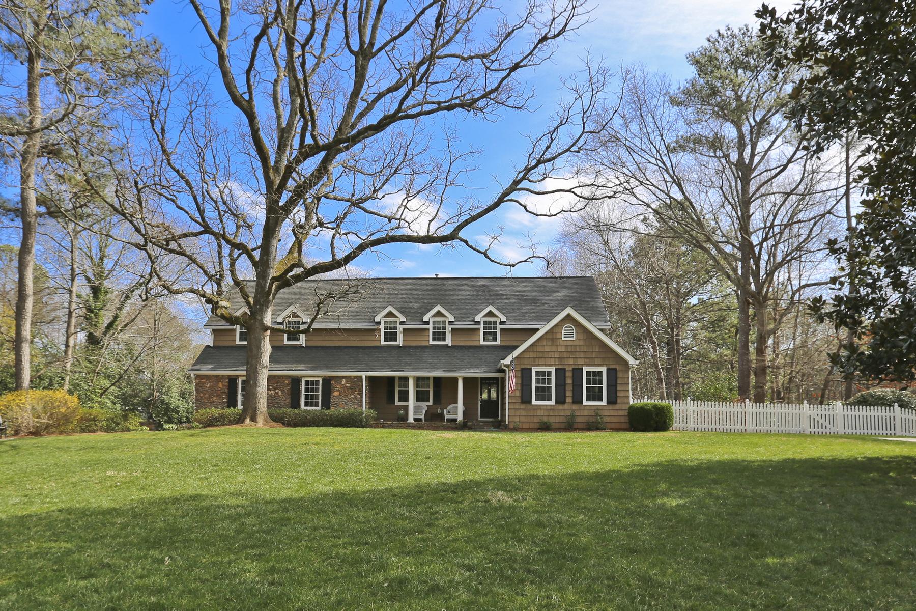 단독 가정 주택 용 매매 에 Amazing Renovated Home On Gorgeous Lake 1581 Huntingdon Trail Sandy Springs, 조지아, 30350 미국