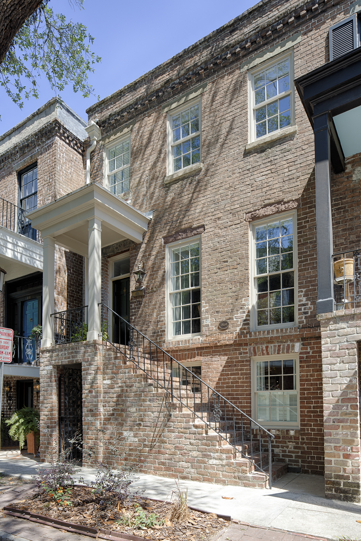 Apartamentos multi-familiares para Venda às 220 East Taylor St. Historic District, Savannah, Geórgia, 31401 Estados Unidos