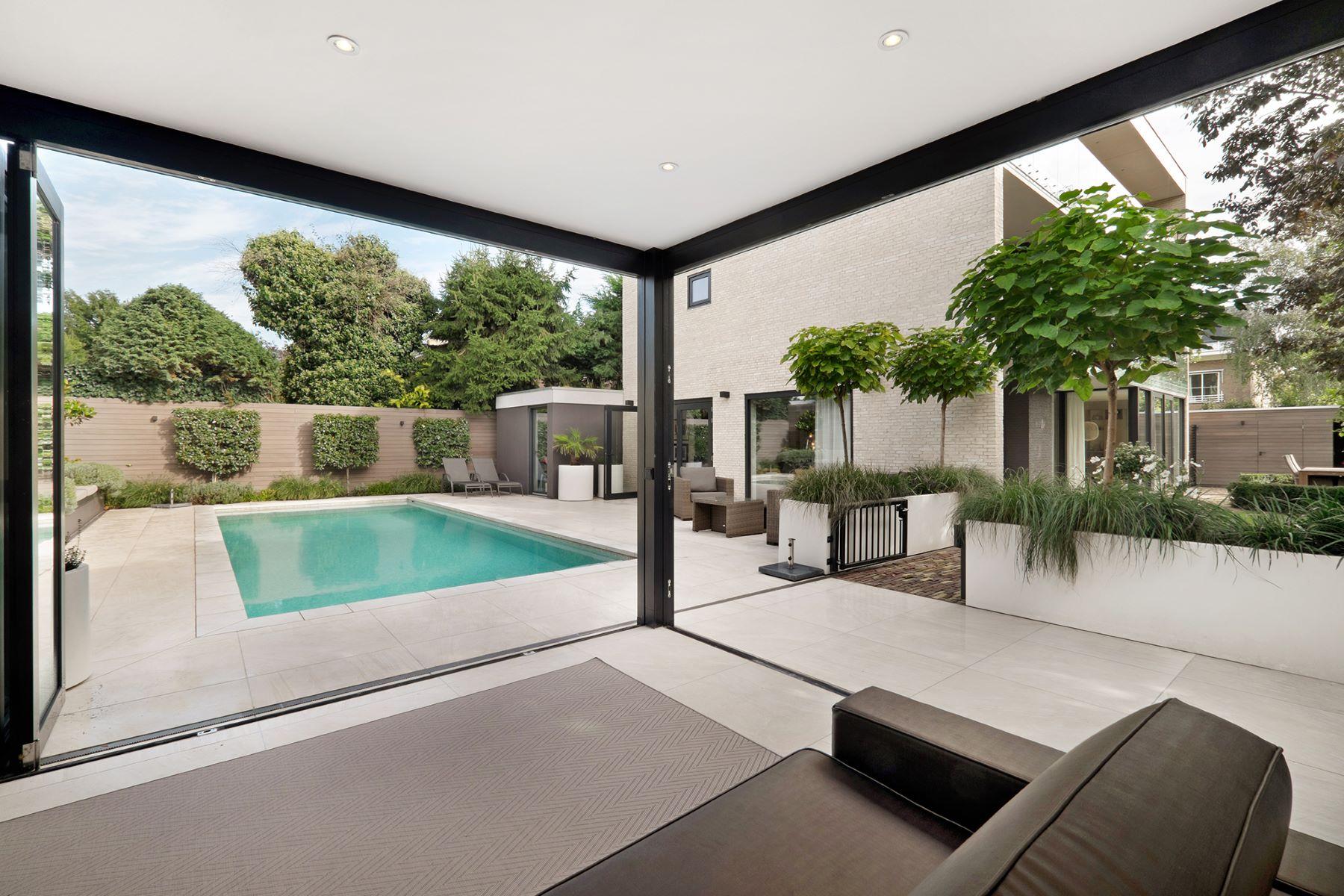 Multi-Family Homes для того Продажа на Detached villa with swimming pool Prinses Margrietstraat 18 Амстердам, North Holland 1077 LA Нидерланды