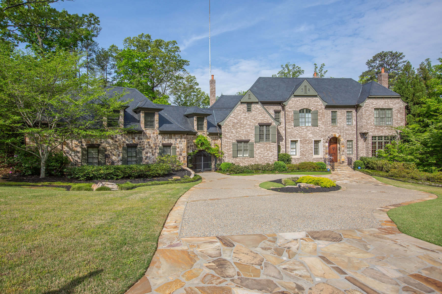 Villa per Vendita alle ore Gated Brick And Stone Home 4240 Irma Court Buckhead, Atlanta, Georgia, 30327 Stati Uniti