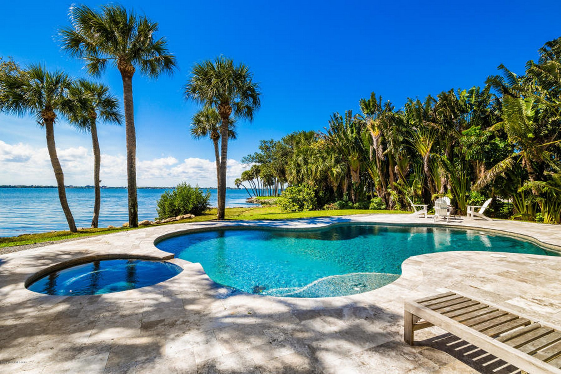 Additional photo for property listing at Stunning Riverfront Home Exuding Elegance & Inviting Comfort. 400 Richards Road Melbourne Beach, Florida 32951 United States