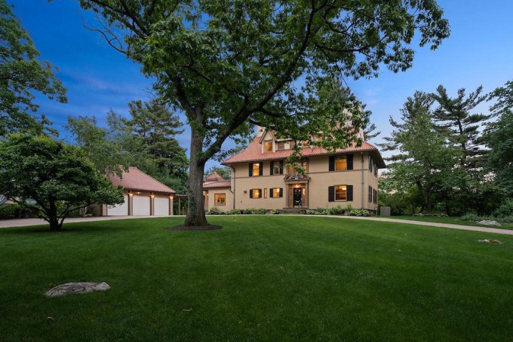 Single Family Homes pour l Vente à 45 The Ledges Rd Newton, Massachusetts 02459 États-Unis