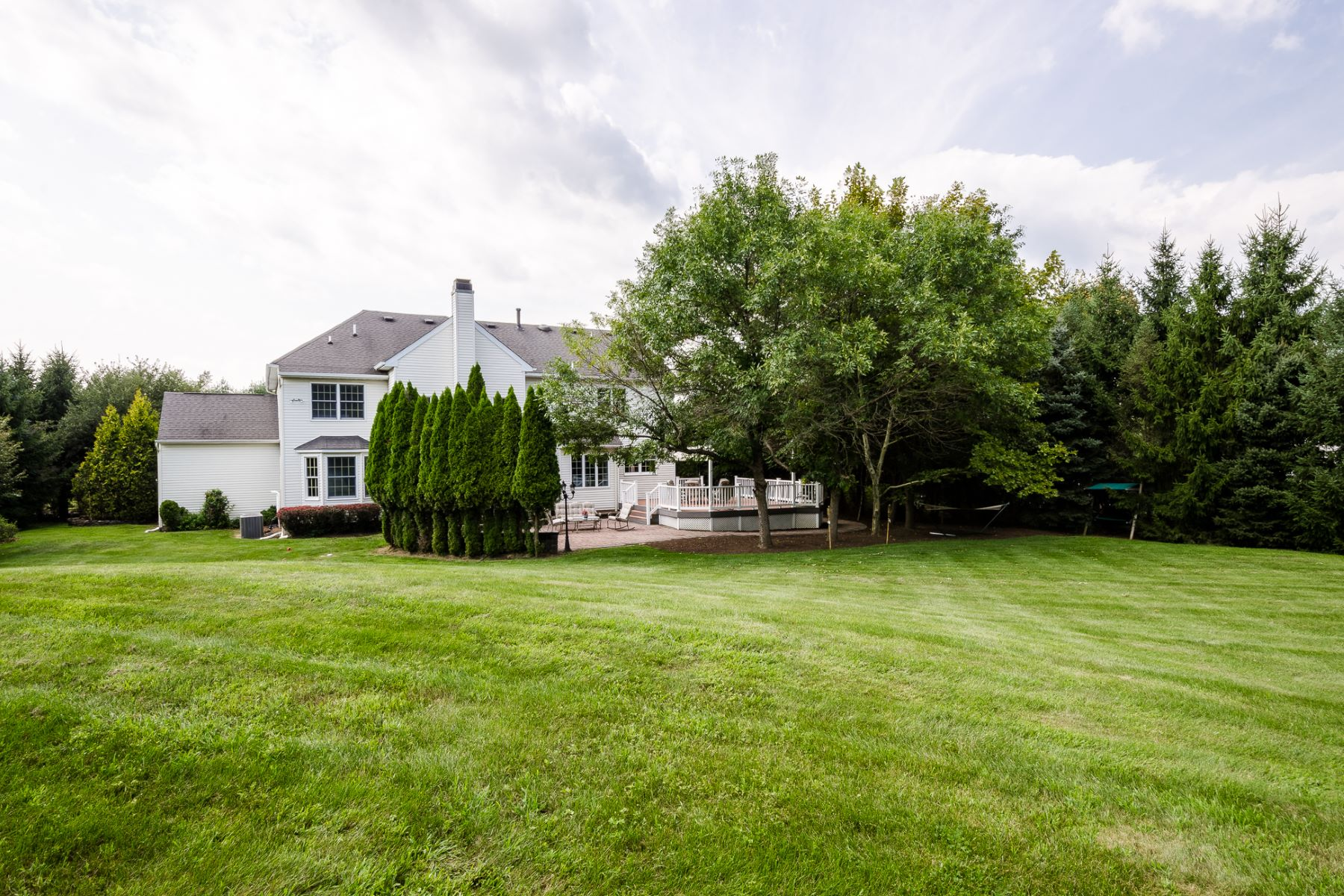 Additional photo for property listing at So Much To Offer, And So Convenient 80 Saxon Way, Skillman, New Jersey 08858 United States