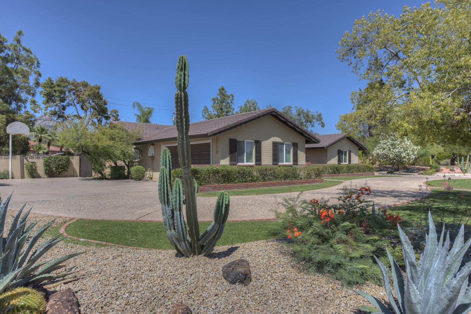Casa Unifamiliar por un Venta en Charming home in the prestigious quiet neighborhood of Bel Aire Estates 2202 E Montebello Ave Phoenix, Arizona, 85016 Estados Unidos